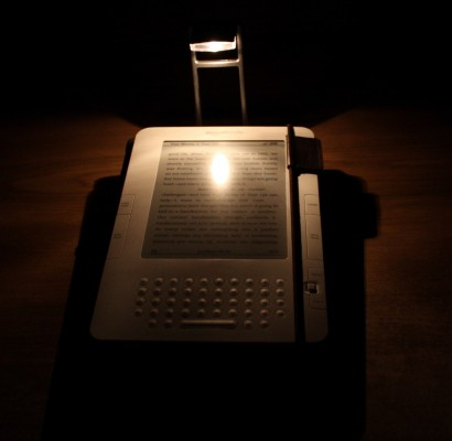 Lampka z Empiku świeci od góry