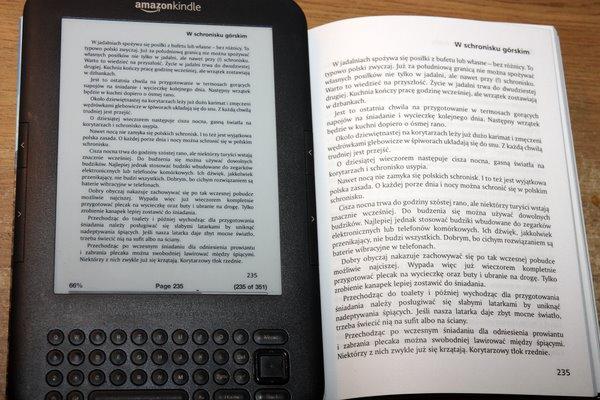 Kindle z PDF i książka papierowa