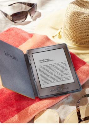 Kindle Classic wciśnięty w okładce