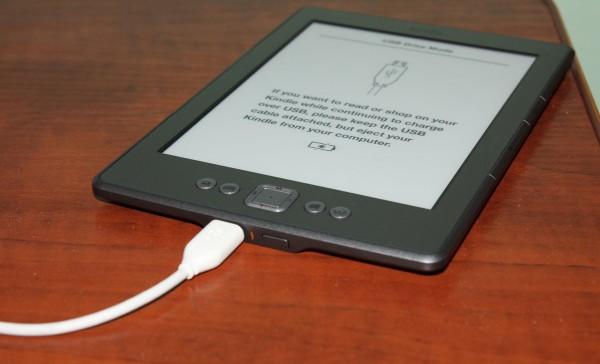 Ładowanie Kindle 4 - podłączony przez kabel do komputera