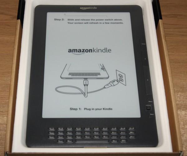 Kindle DX w pudełku, świeżo po zdjęciu folii