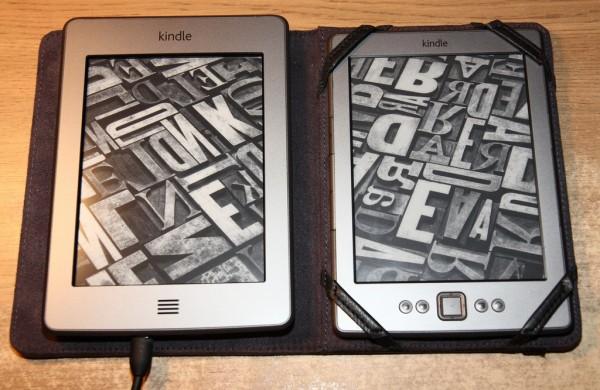 Kindle Touch i Classic obok siebie