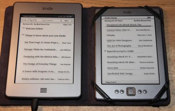 Kindle Touch i Classic obok siebie - spis plików