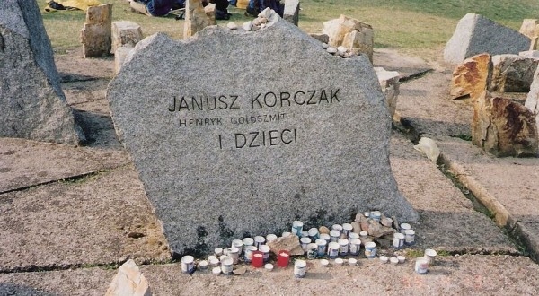 Pomnik Korczaka