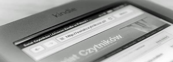 Kindle Touch ze stroną Świata Czytników