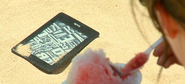 Czego nie robić z Kindle Paperwhite na plaży | Świat Czytników